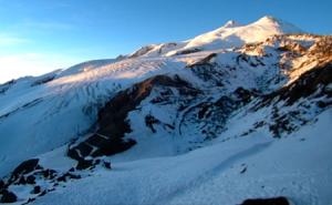 Веб камера на канатной Станции Мир показывает вид на гору Эльбрус