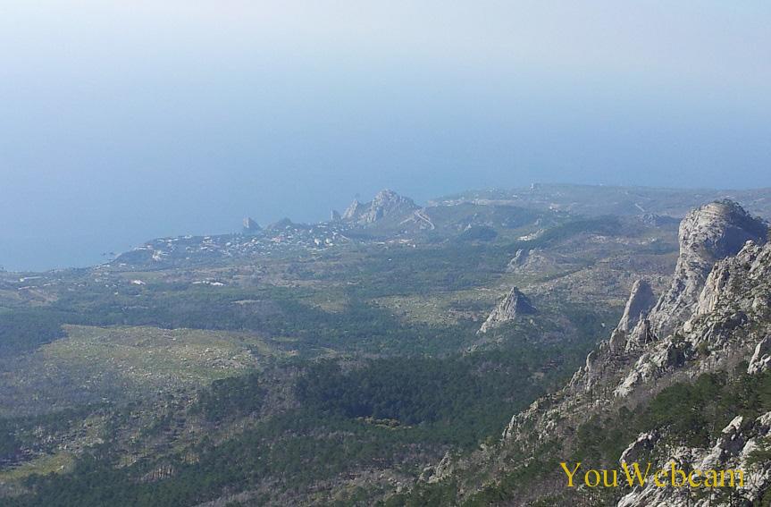 Вид с горы в сторону Алупки и Симеиз