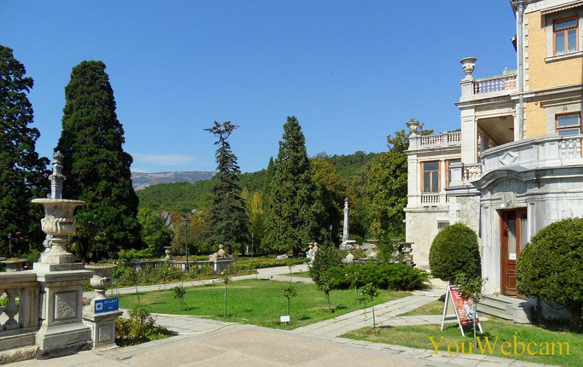 Видны горы с парка Массандровского дворца