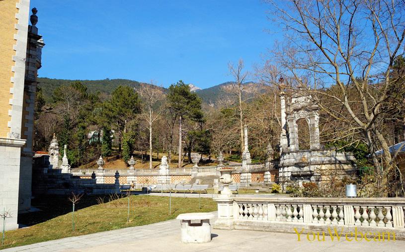 Пейзаж вокруг массандровского дворца