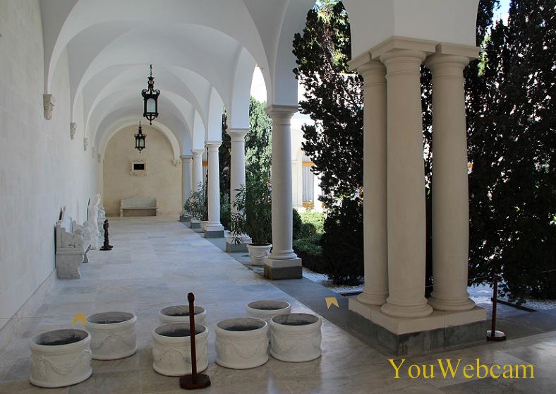 Колонны в дворике дворца