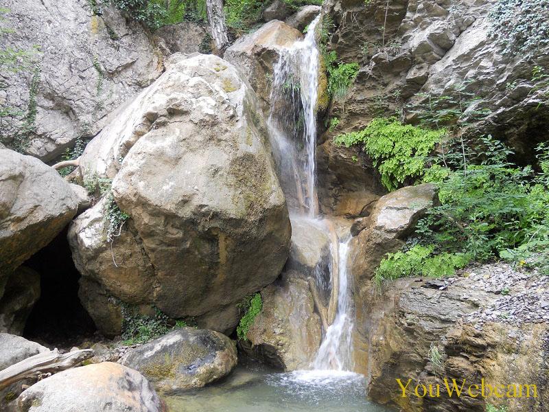 Внизу водопада Учан-Су
