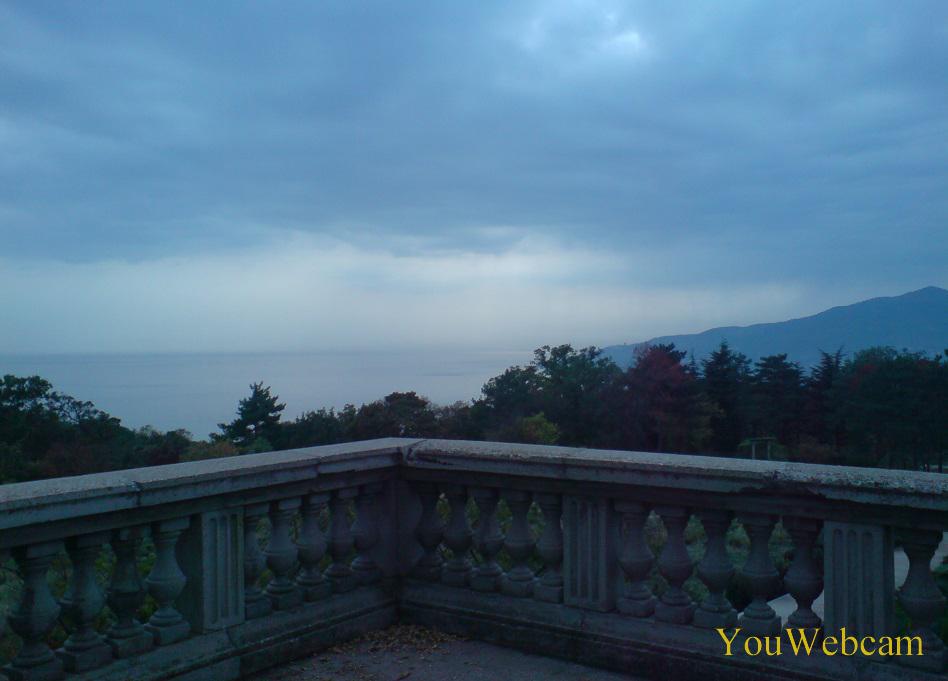 Море и горы со смотровой Массандровского дворца