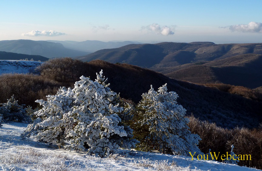 Зимний пейзаж гор в Крыму