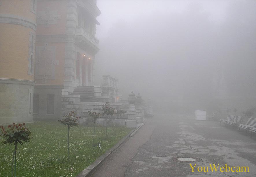Массандровский дворец в тумане