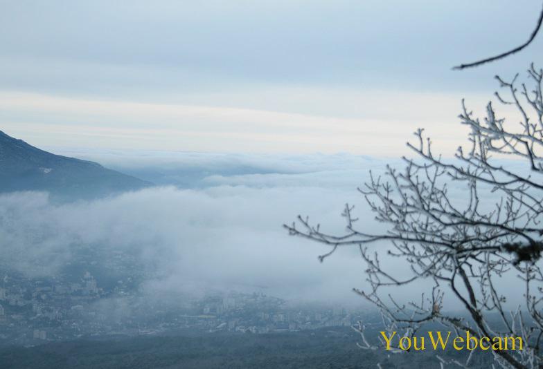 Над Ялтой туман