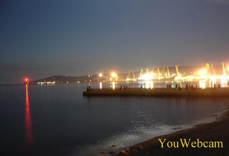 Вид порта в Феодосии ночью