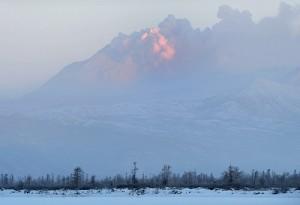 Веб камера показывает вулкан Кизимен на Камчатке в режиме онлайн