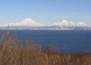 Веб камера показывает вулкан Корякский и Авачинский на Камчатке