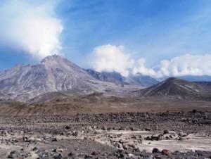 Веб камера показывает вулкан Безымянный на Камчатке