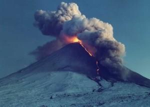 Веб камера показывает вулкан Ключевской на Камчатке