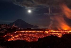Веб камера показывает вулкан Плоский Толбачик на Камчатке