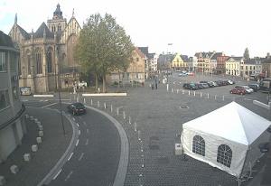 Площадь Гроте Маркт в городе Поперинге в Бельгии