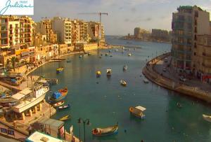 Бухта Спинолы в Сент-Джулианс на Мальте