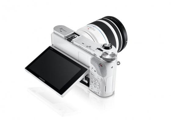 Наклонный дисплей у модели Samsung NX300