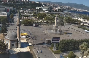 Часовая башня в городе Измир в Турции