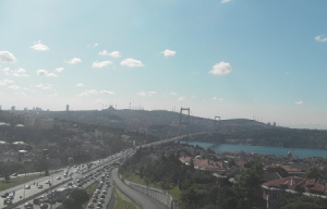 Босфорский мост через Босфорский пролив в Стамбуле в Турции