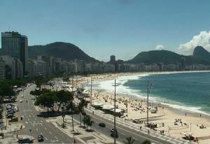 Пляж Копакабана в Рио-де-Жанейро в Бразилии