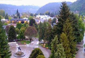 Главная площадь города Сан-Мартин-де-лос-Андес в Аргентине