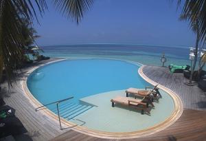 Бассейн на острове Команду на Мальдивских островах