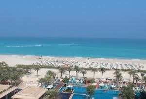 Пляж Саадият в Абу-Даби в ОАЭ