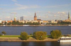 Набережная 11 Ноября в Риге в Латвии