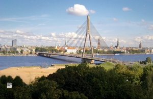 Вантовый мост в Риге в Латвии
