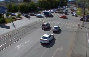 Перекресток улиц Артиллерийская и 1-й Пятилетки в Челябинске
