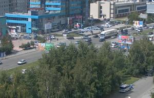 Перекресток улицы Ипподромская и улицы Кропоткина в Новосибирске