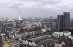Панорама Гамбурга с крыши отеля небоскреба Empire Riverside