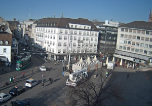 Площадь Barfesserplatz в городе Базель в Швейцарии
