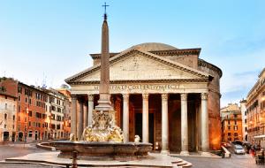 Площадь Пьяцца-делла-Ротонда и Пантеон в Риме в Италии