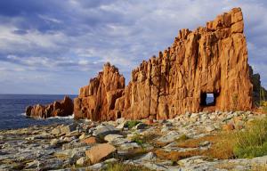 Красные скалы в Арбатакс на острове Сардиния