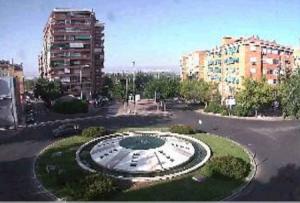 Кольцевой перекресток в городе Гранада в Андалусии в Испании