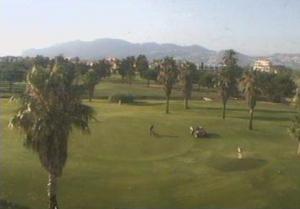 Поля для гольфа в городе Олива в Валенсии в Испании