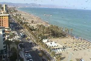 Обзорная веб камера показывает город Торремолинос в Испании