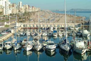 Морской порт в городе Гандия в Испании