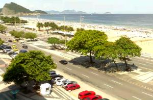 Набережная Авенида Атлантика и пляж Копакабана в Рио-де-Жанейро