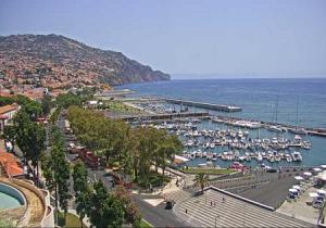 Набережная в городе Фуншал на острове Мадейра