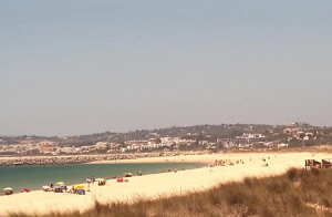Панорама курорта Алвор в Португалии