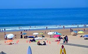 Пляж в районе Каркавелуш в Португалии