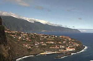 Поселок Понта-Делгада на острове Мадейра в Португалии