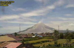 Вулкан Синабунг на острове Суматра в Индонезии