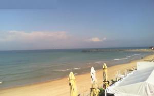 Пляж города Бат-Ям из ресторана Stella-Beach