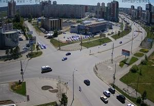 Перекресток улиц Братьев Кашириных и Салавата Юлаева в Челябинске