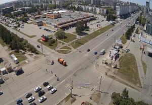 Перекресток проспекта Комсомольский и улицы Ворошилова в Челябинске