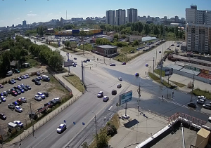 Перекресток улицы Братьев Кашириных и улицы Косарева в Челябинске