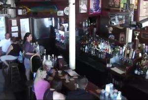 Обзорная веб камера показывает бар Sloppy Joe's в Ки-Уэст во Флориде