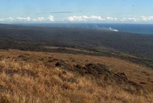 Поток лавы в Тихий океан на острове Гавайи