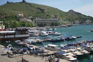 Набережная Назукина в Балаклаве в Крыму
